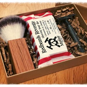 Mutiny Shaving Box – Red